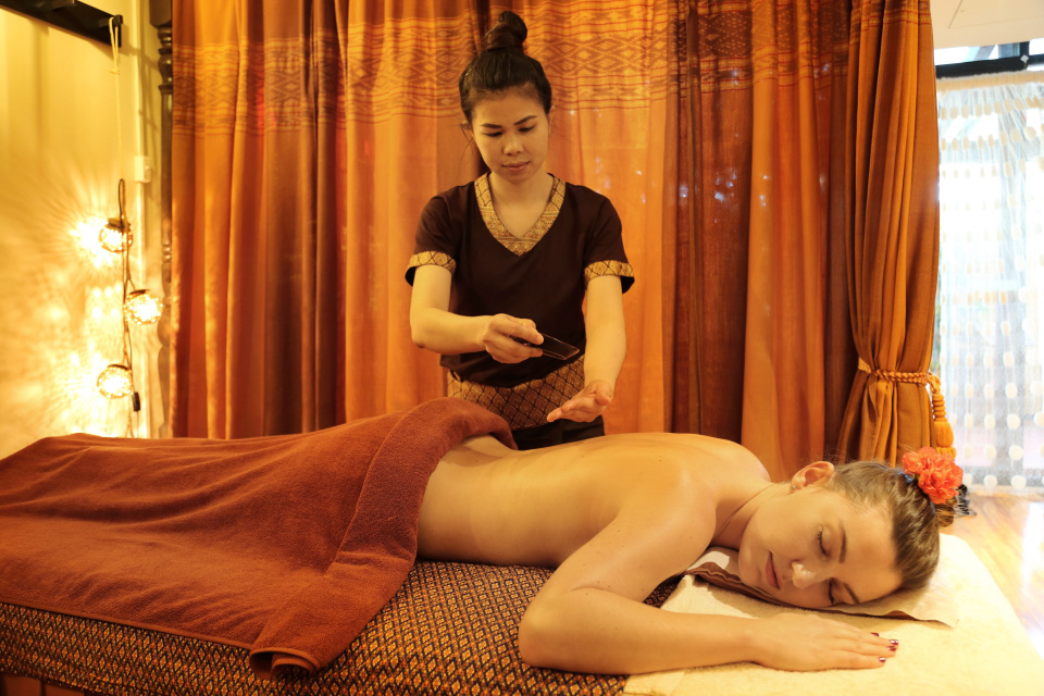 Aromatherapy Hot Oil Massage at Blooming Day Spa Thai Massage